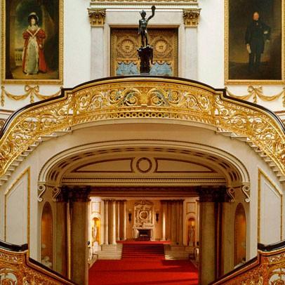 Семь самых роскошных королевских резиденций