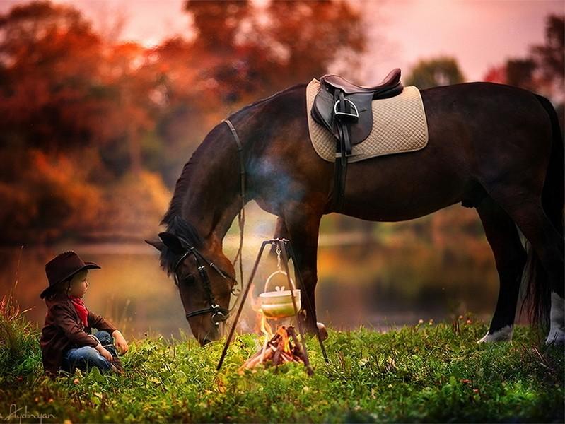 Мальчик в ковбойской шляпе