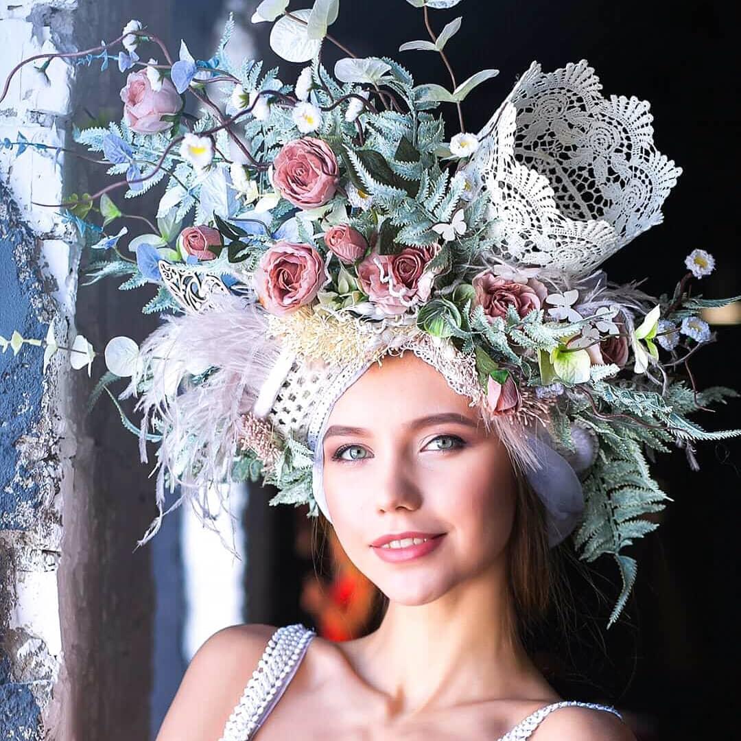 Прямиком из сказки: роскошные головные уборы украинского мастера