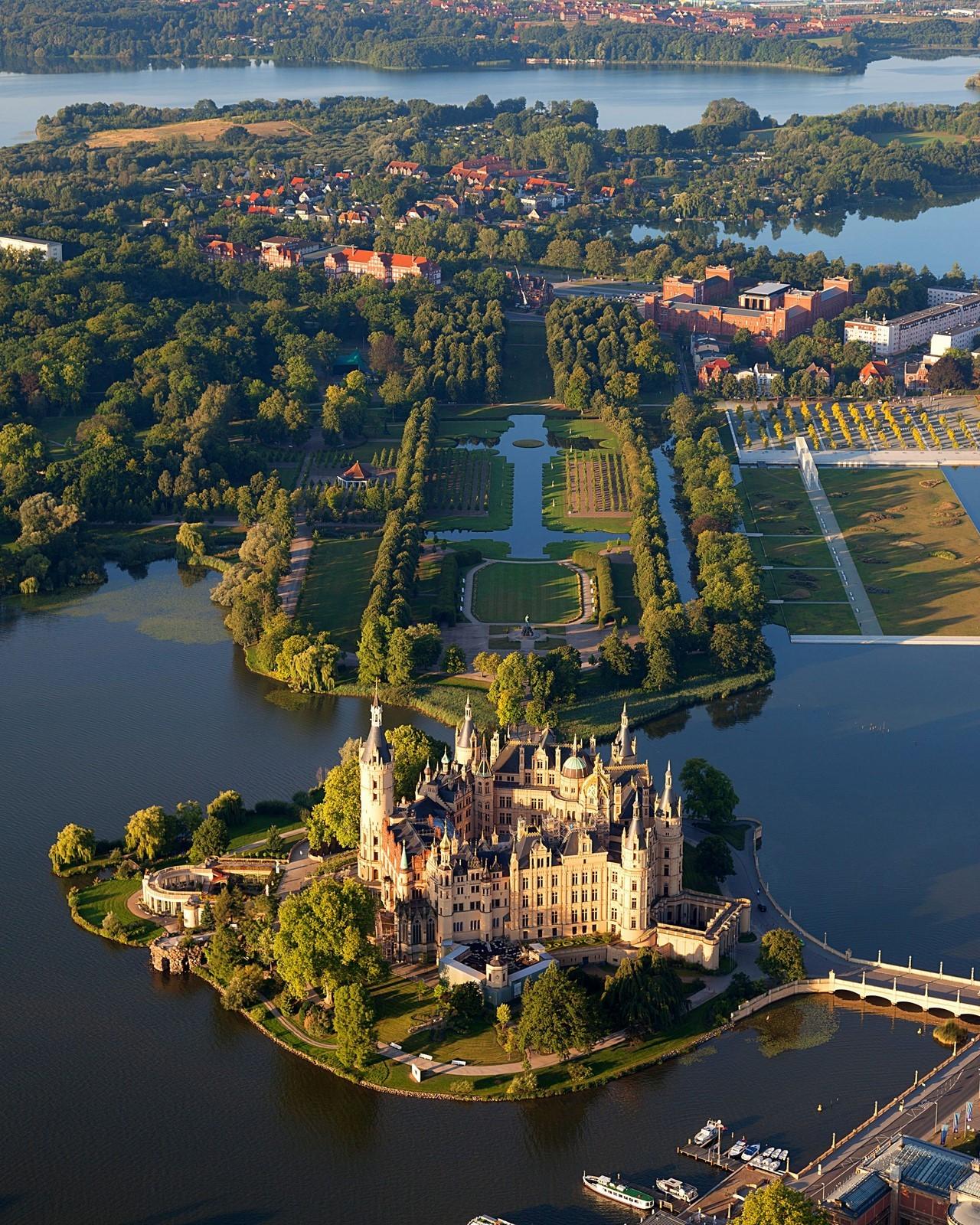 schwerin castle aerial view island luftbild schweriner schloss insel see kopirovat
